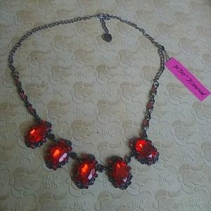 Nwt betsey necklace